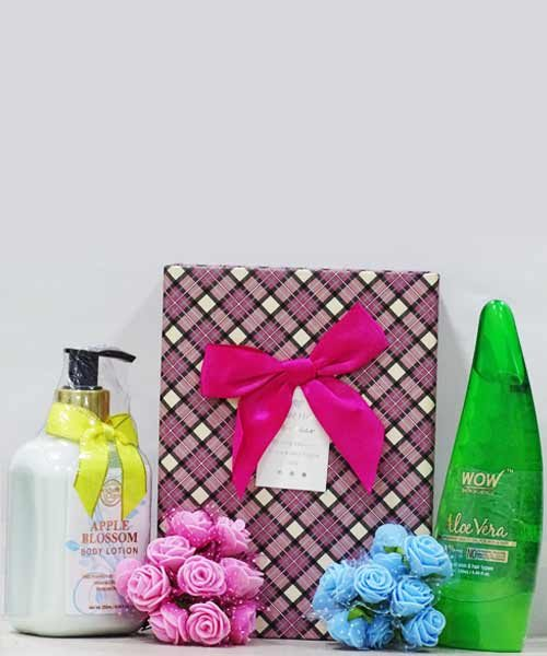 WOW Skin Science Aloe Vera Gel & Body Cupid Body Lotion Apple Blossom Gift Hamper
